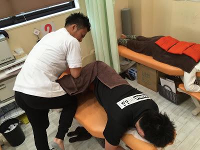 股関節周囲の筋肉に対して行っていき、股関節の本来の機能を取り戻させる施術です。