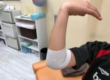 野球肘(外側型)上腕骨小頭離断性骨軟骨炎の少年の治療をしました。